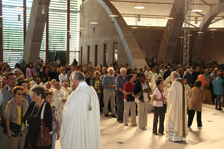 communion-5-crowd.jpg