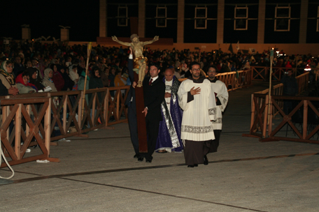 cross-bearer-at-the-conclusion-of-the-penance-service-9-22.jpg