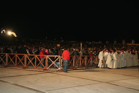 thousands-of-padre-pio-pilgrims-night-penance-service-9-22.jpg