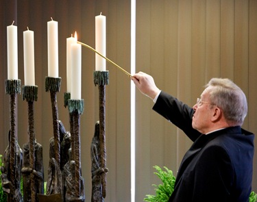 Cardinal Walter Kasper attends the rededication of the Yom HaShoah Menorah at the Boston Archdiocese's pastoral center March 25, 2009.<br /> Pilot photo/ Gregory L. Tracy<br />