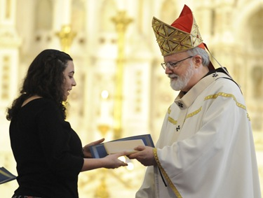 Cardinal Sean O'Malley gives Catherine Campagna the Blessed Mother Teresa of Calcutta award during an altar server appreciation mass at the Cathedral of the Holy Cross, Boston, Saturday, Oct. 31, 2009. (Photo/Lisa Poole)