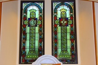 StM_stain glass behind alter