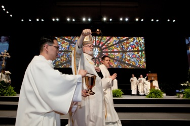 Cardinal Sean P. O'Malley sprinkles holy water during the opening Mass of the 2012 National Catholic Education Association Convention in Boston, April 11, 2012. Pilot photo/ Gregory L. Tracy