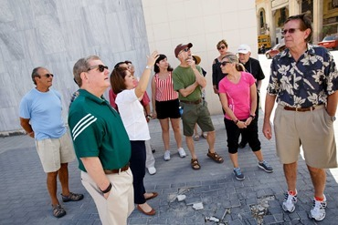 Sept. 19, 2015 -- Boston Pilgrims makes their way to the Museo Nacional de Bellas Artes (National Museum of Fine Arts) in Havana and experience some of Havana life. Pilot photo/ Gregory L. Tracy